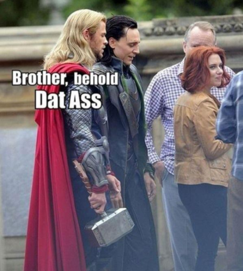 the-ktrain:  Even the god of thunder can't help himself  Lmfao!