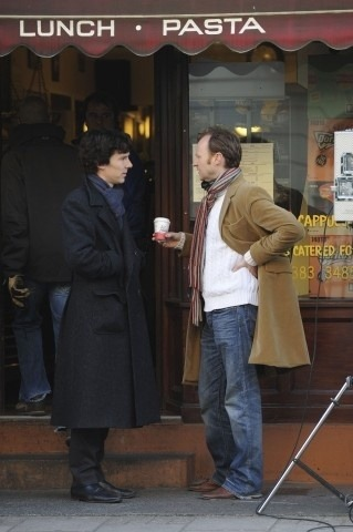 araeoutofbounds:  Sassy Gatiss.  Ben's got cold hands. Bless.