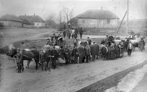 zolotoivek:  Column of Jewish settlers in Ukraine, mid-1920's.