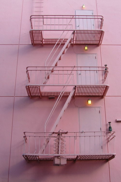 Pink stairs n' 2   VIA http://www.flickr.com/photos/tinou/