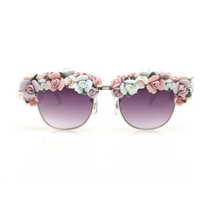 I so heart these ceramic floral shades, getting my hands on them for sure!!