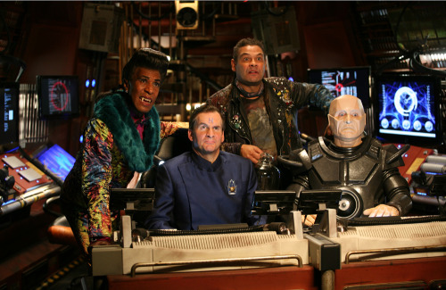 strag2001:  First official picture from Red Dwarf X! (x)  Cat just doesn't smeggin' age.