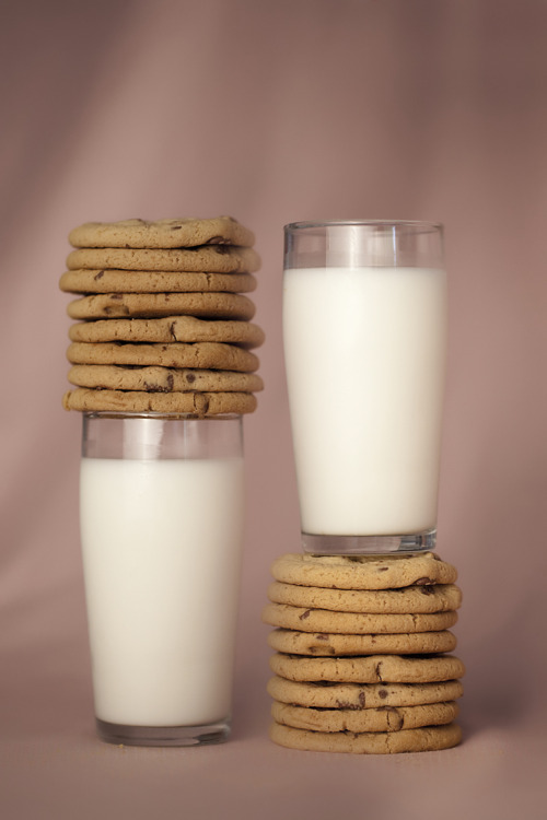 cuppyquake:  fatboysfinishlast:  cookies and milk   Milk and cookies