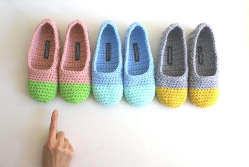 hooked-on-needles:  (via Crochet Slippers For Women In Apple Green And Pink | Luulla)