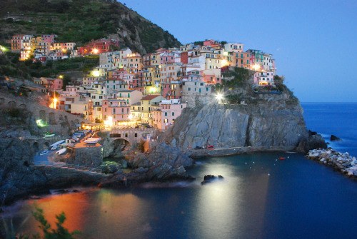 foreignwanders:  Cinque Terre: Manarola by Arbaspaa Tour Organizer on Flickr.