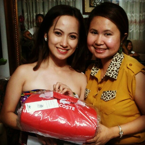 Happy Grad Ate!!!! Pareho na tayo ng bag. Hehe (Taken with instagram)