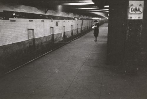 canal street subway station looks like hasn't change since 1946.  how surprising. (via 14 Photos Of Stanley Kubrick's New York City, Circa The 1940s: Gothamist)