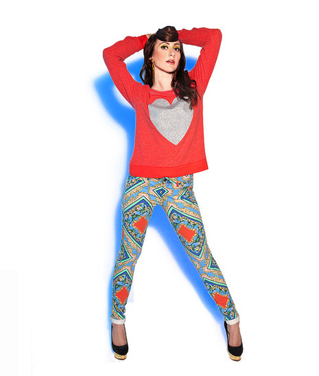 Star Sighting_ Amy of Karmin in Topshop and DKNY jeans.