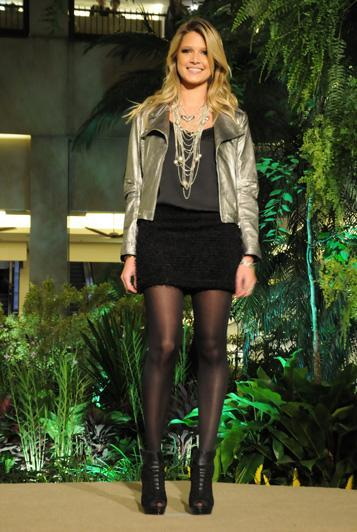 Heleninha Bordon veste look inteiro 284 para o desfile #fashionday.