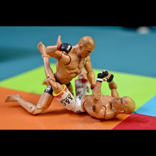 Beatdown #toys #toyrevolution #toycrewbuddies #iphonesia #photooftheday #igers #igerspinoy #toybuddypicks #toyphotography #ufc #gsp #titoortiz #canadian #fighting #sports #boxing #jiujitsu #martialarts #karate (Taken with Instagram at UFC 🏆 (12 of 16))