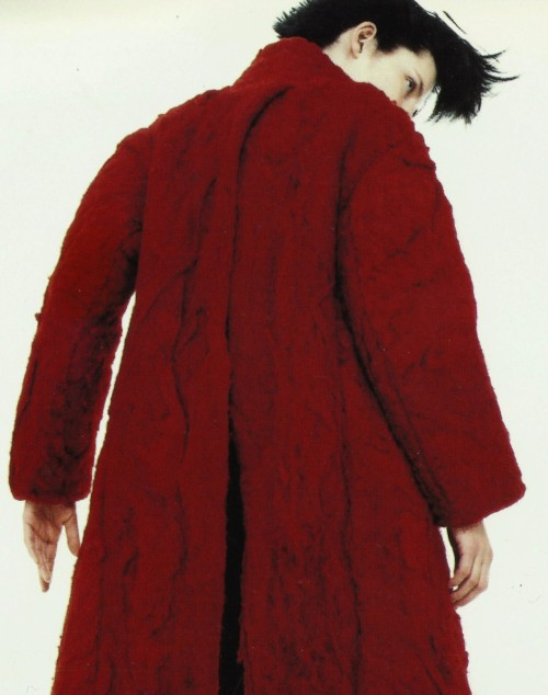 stella tennant by david sims for yōhji yamamoto, fall winter 1995/96 catalog
