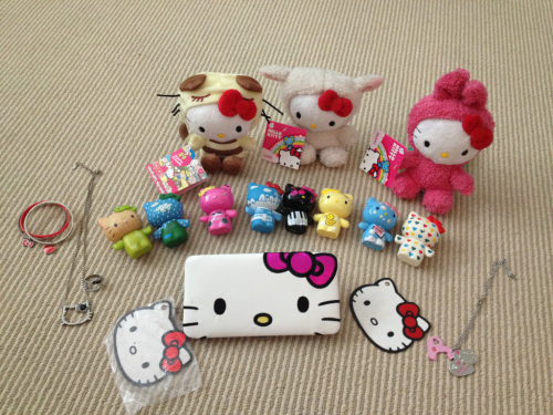 worldsbestgrandpa:  FREE GIVEAWAY! I just moved and have way too much Hello Kitty stuff that I never use. Just reblog to enter, reblog as much as you wish. I'll pick a winner at random in a week or so. Free shipping too! Includes: 3 plushies 8 plastic HK figures Wallet-Never used! 2 necklaces Matching ring 3 rubber bracelets *Please don't spam too much!*