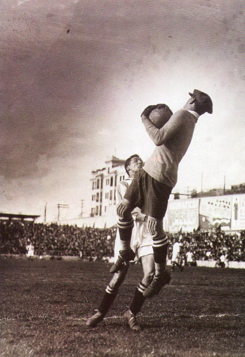footballarchive:  Ricardo Zamora in action, during his first season with Real Madrid, at the Estadio Chamartín, 1930. Source: Foro Cartagena