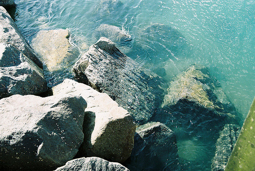 inkysquares:  Clear blue water (by POWΣRS)