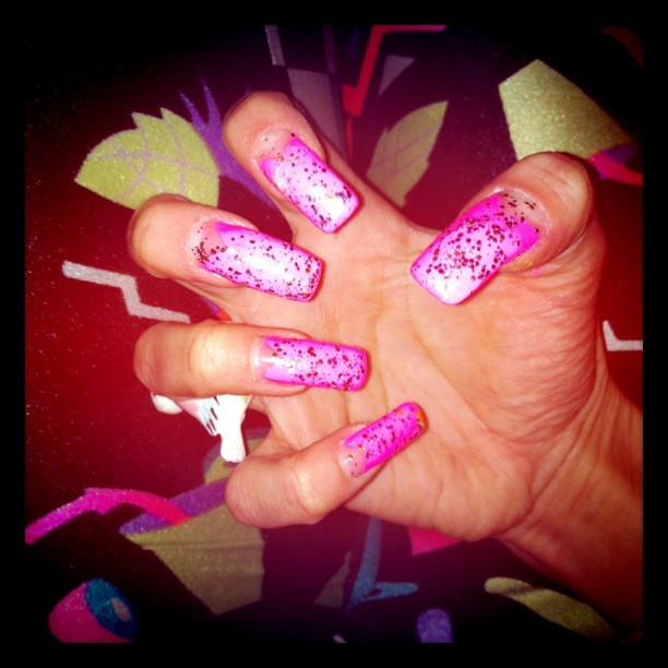 3cm GHETTO BIATCH NAILZ!!! <3 #ghettonailz #trendy #neon #instagood #fashion #nailartaddicts #pink #glitter #sexy #nails (Tomada con instagram)