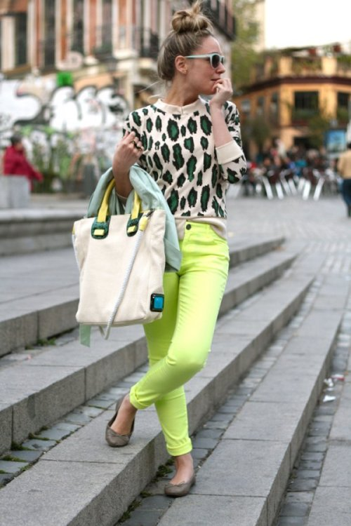 Fashion Click's Priscilla Betancort wears a totally Teen Vogue outfit in a colorful animal-printed sweater and highlighter-hued jeans. Check out more top looks from our fave bloggers around the world»