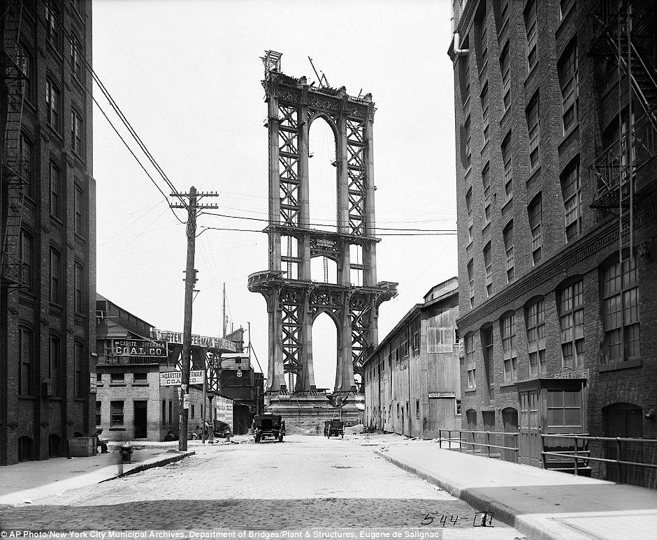 kateoplis:  NYC Dept of Records debuts its online photo database:  Manhattan Bridge, 1908  (via imgTumble)