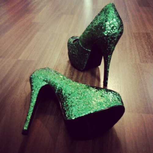 #fashion #shoes #shoeswag #dope #green #iloveshoes #glitter #strutit  (Taken with instagram)