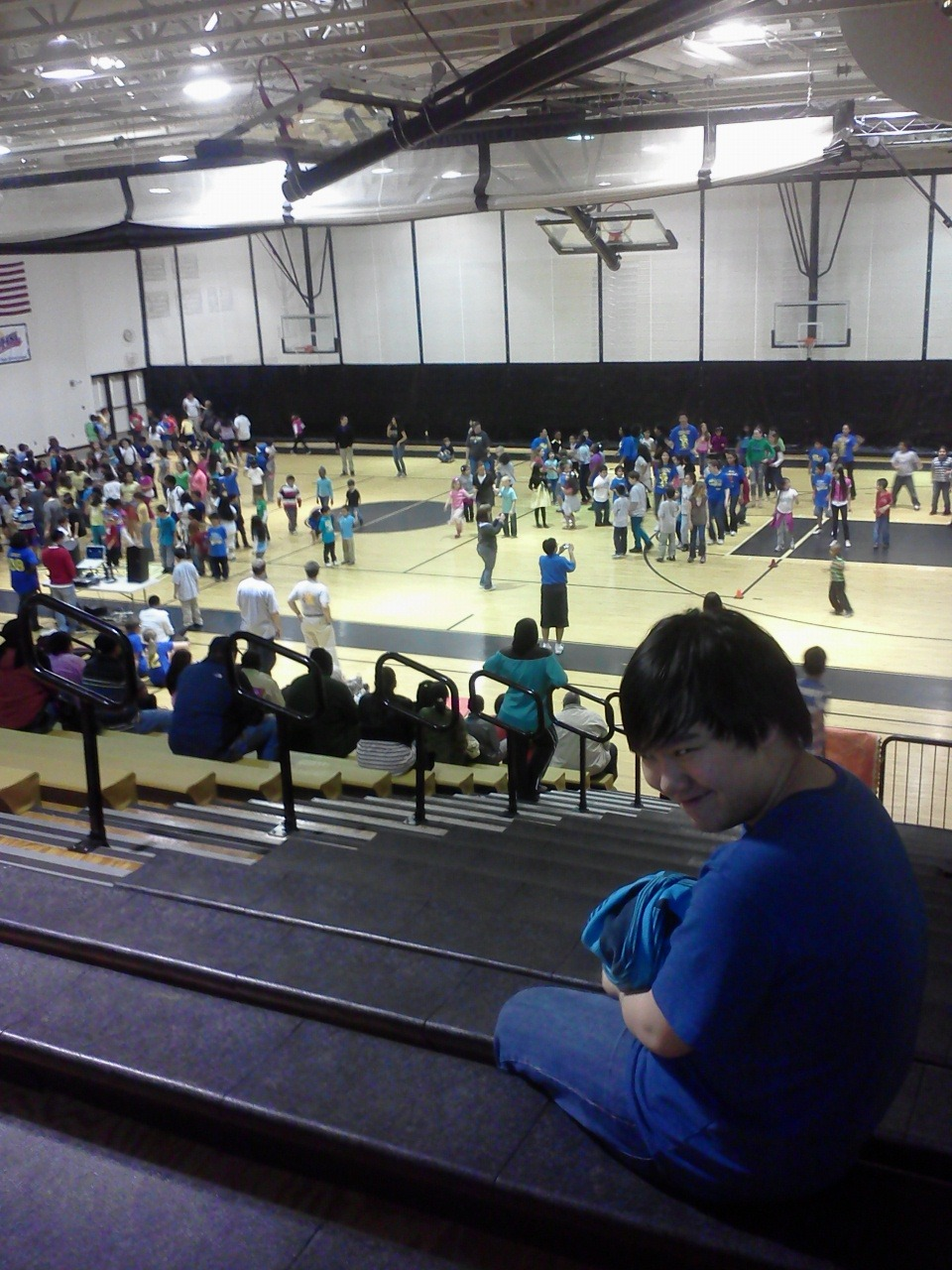 abadassbunny:  Sports night. A gym full of elementary kids.