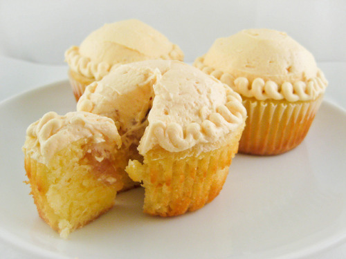 food-n-otherstuff:  Apple Pie Cupcakes by Kathleens Confections on Flickr.