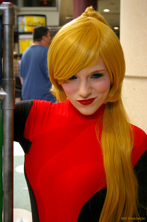 Lady Deadpool: bangspankcrazy*angelsugar. MegaCon. Orlando. 2012. Exhibit Hall Lobby Entrance Way. MerCosplay by the Astonishing *Alexia*!