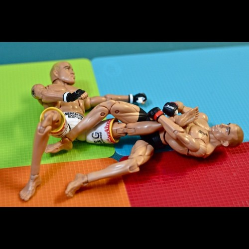 Leglock (*taptaptap!) #toys #toyrevolution #toycrewbuddies #iphonesia #photooftheday #igers #igerspinoy #toybuddypicks #toyphotography #ufc #gsp #titoortiz #canadian #fighting #sports #boxing #jiujitsu #martialarts #karate (Taken with Instagram at UFC 🏆 (13 of 16))