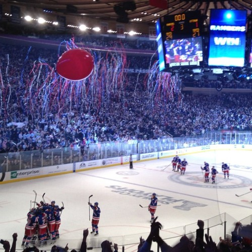 And @thenyrangers advance to the next round!!!!!! What a game! #Rangers #NYR #hockey #NHL #NYC #MadisonSquareGarden #winning #playoffs (Taken with Instagram at Madison Square Garden)