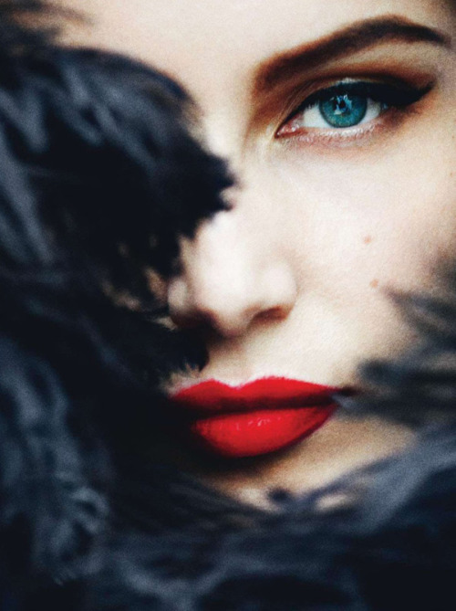 The perfectly glamorous cat eye & red lip. Laetitia Casta for VOGUE Paris, May 2012.