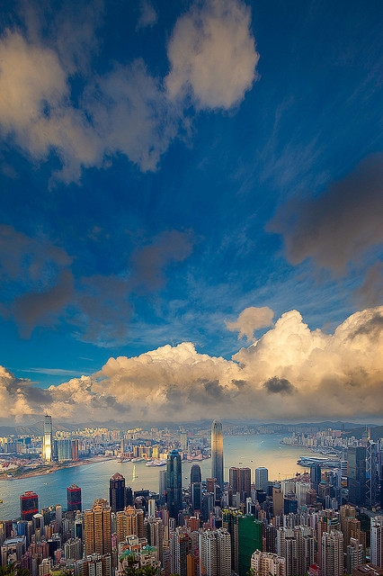 oflivingthings:  Of the amazing sky in Hong Kong…