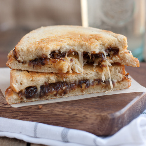 gastrogirl:  french onion grilled cheese sandwich.