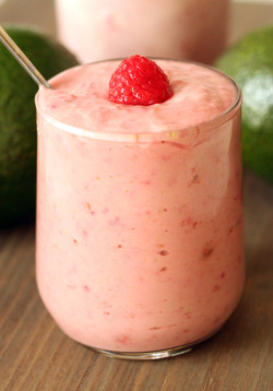 gastrogirl:  raspberry banana avocado smoothie.