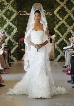 alexamonge:  Oscar de la Renta wedding gown/ Just absolutely perfect for my obsession with the Spanish lace/