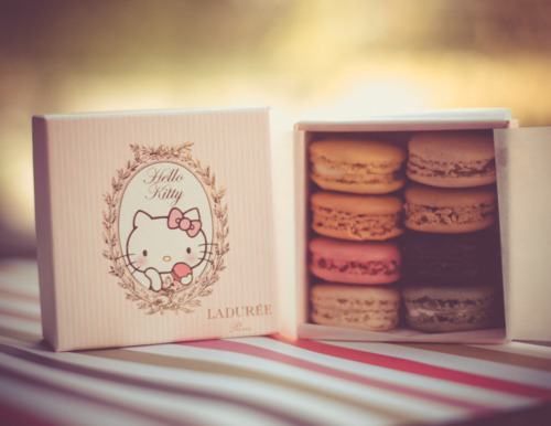 earlgrayteapudding:  Hello Kitty and macarons.