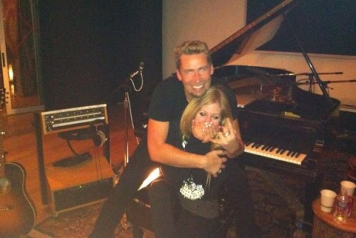 Chad Kroeger surprises Avril Lavigne with some rape.