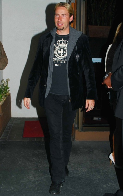 Chad Kroeger practices his model walk for the catwalk. Fierce~