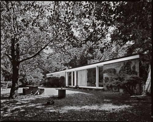 "wandrlust:  Booth House, Philip Johnson, Bedford, New York, 1946 — Robert Damora ""Philip Johnson's first residential commission, and [it] is a stylistic precursor to Johnson's better-known 1949 Glass House."""