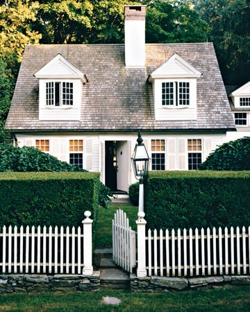 Perfect, quaint and cozy house.  thetinywhale:  from martha stewart