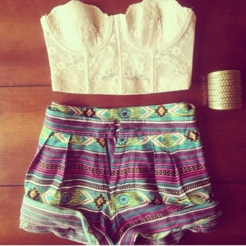 #shorts #corset #vintage #fashion #aztec #prints #patterns #style #outfit #weheartit  (Taken with instagram)