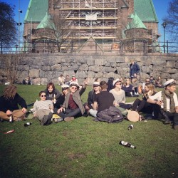 hanstorm:  Mösspåtagning! #happy #sunny #student #spring #stockholm #fantastic #rock #sexy #love (Taken with instagram)