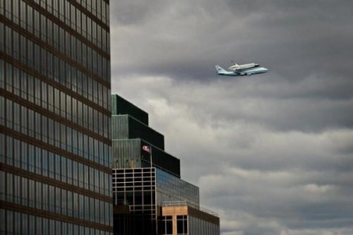 collegehumor:   Another Shot of the Space Shuttle Over New York   USA! USA! USA!