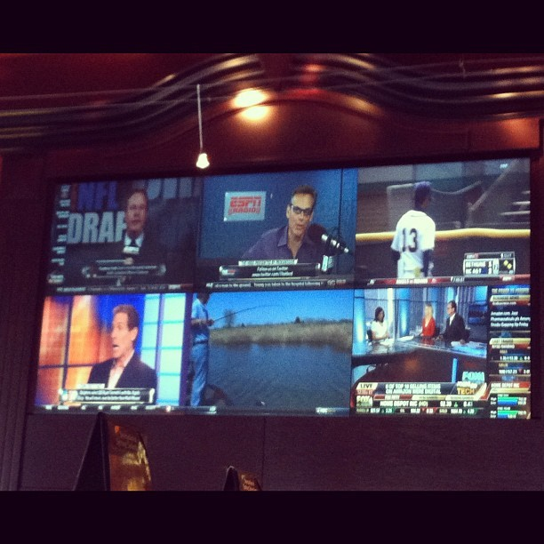 I love this tv (Taken with Instagram at BJ's Restaurant & Brewhouse)