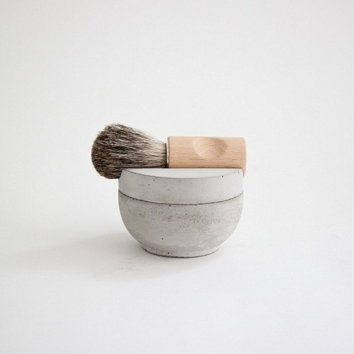 adayinthelandofnobody:  Concrete shaving kit by Mjölk  I would like this.