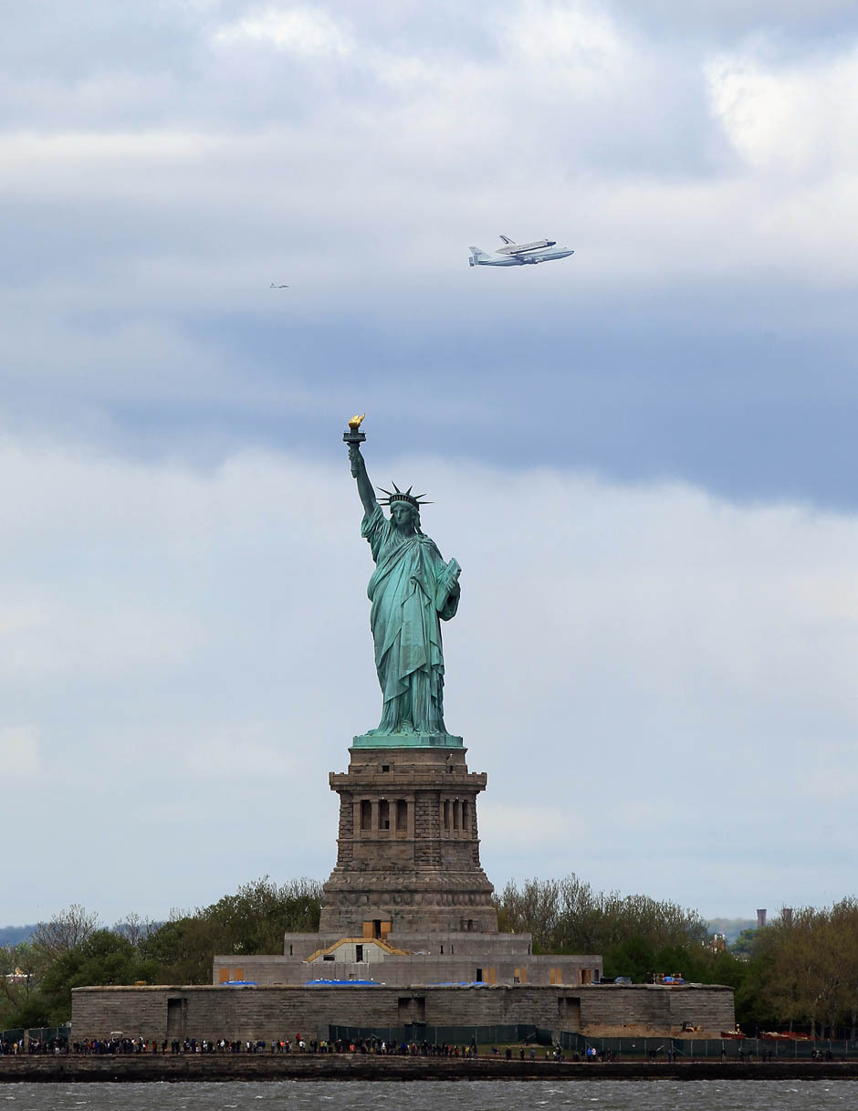 Space Shuttle Enterprise in dramatic New York flight along the Hudson RiverThe space shuttle Enterprise flew to New York from Washington on Friday piggybacking atop a Boeing 747 and made a dramatic flight along the Hudson River past the Statue of Liberty to the delight of observers. (Bruce Bennett/Getty Images)