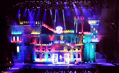 fuckyeahpopicons:  Full view of the BTW Ball stage