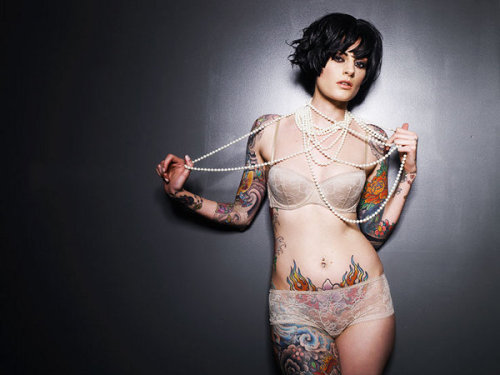 eyelluminati:  tattooed women.