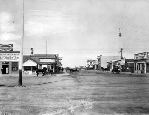 Main Street in Huntington Beach, circa 1915