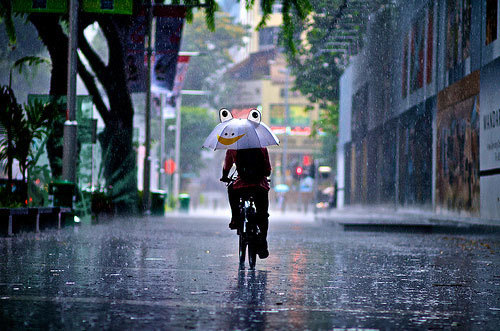 thebicycleisart:  Smile - it's raining