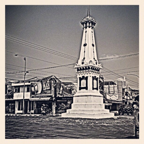 Tugu #Yogyakarta #indonesia #androidinstagram #androidgraphy #androidcommunity #androidphotography #igaddict #igers #igersandroid #instafamous #instagramhub #instagood #bestoftheday #popular #photooftheweek #photooftheday #landmark  (Taken with instagram)