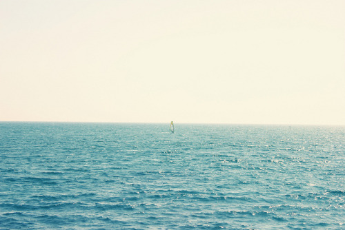 only-the-oceanandme:  Alone by Jiuck on Flickr.