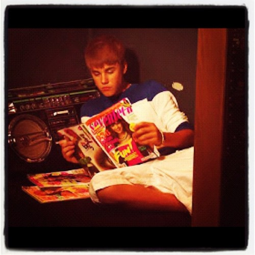 Justin Reading Seventeen Magazine #omg #amazing #smith #jadensmith #belieber #beliebers #wow #sexy #seriously #omb #romantic #fans #forever #followers #follow4follow  (Taken with Instagram at Istanbul, Turkey)